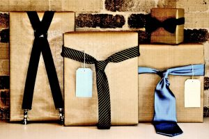 Подарки любимым мужчинам на праздник: две группы получателей даров