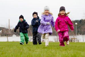 Прогулочная и парадно-выходная одежда для детей: в чем смысл
