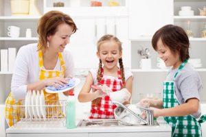 Способы, помогающие приучить ребёнка к уборке
