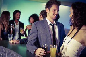 Как познакомиться с мужчиной в баре?