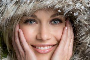 Привлекательная и здоровая кожа в зимнее время: использование очищающих и маскирующих дефекты средств