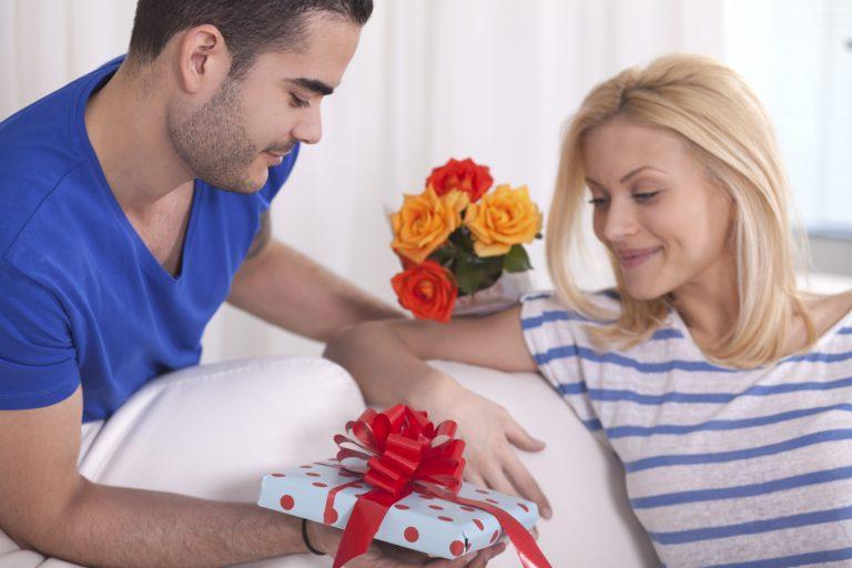 Как реагировать когда тебе дарят подарки 285
