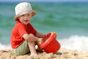 Для самых маленьких: игры на пляже