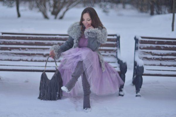 Под юбкой у девушек зимой 13
