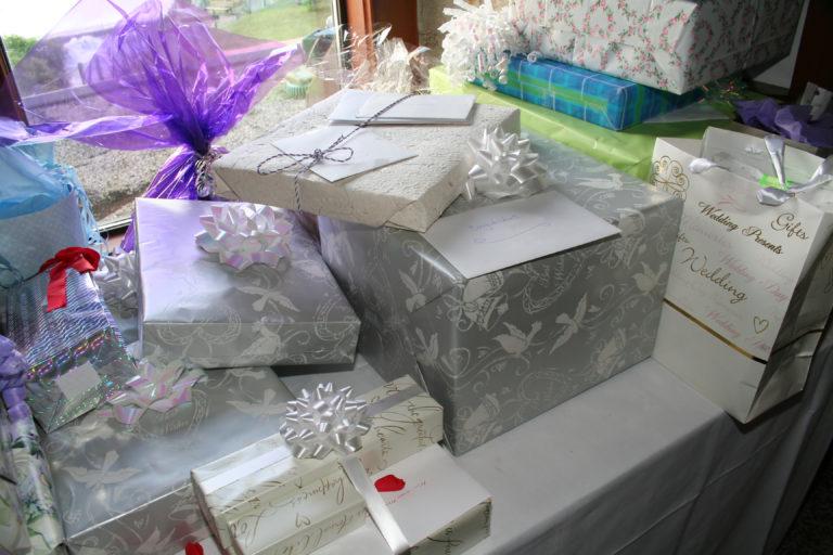Запоминающиеся подарки на свадьбу 78