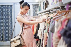 Как правильно покупать женскую одежду?